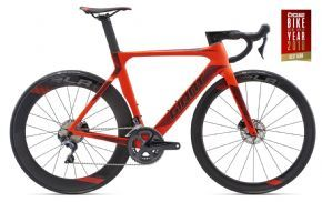 Giant Propel Advanced Disc Road Bike 2018 - AERO SPEED MEETS TOTAL CONTROL IN THIS ALL-NEW Disc-BRAKE SOLO FLYER.